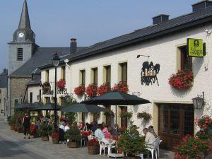 L'hôtel-restaurant se situe à Corbion-sur-Semois